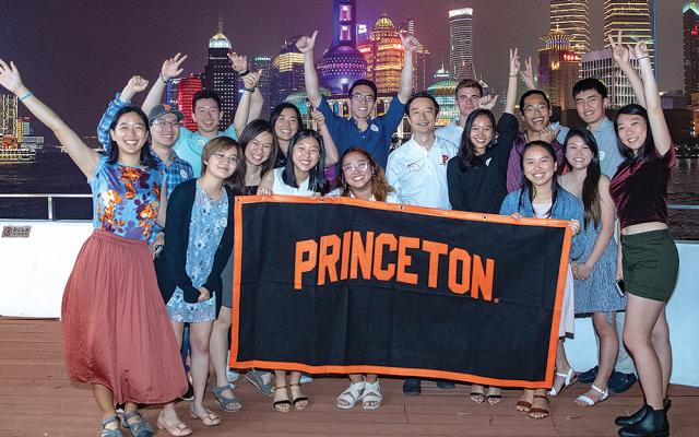 James Mi*91 and PSIP students in Shanghai